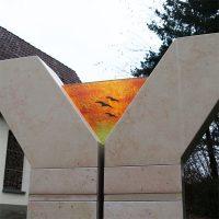 gedenkstätte mit glaskunst